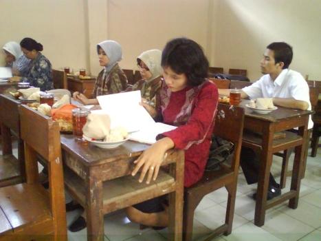 Bpk/Ibu pamong SMP Taman Dewasa Kudus